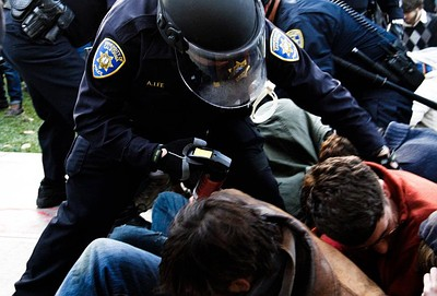 Alexander P. Lee, former officer in the UC Davis Police Dept., in action on November 18, 2011. Photo by N. George Harris, courtesy of Creative Commons.