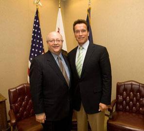 Mark G. Yudof (l) with California Gov. Arnold Schwarzenegger, 2008.