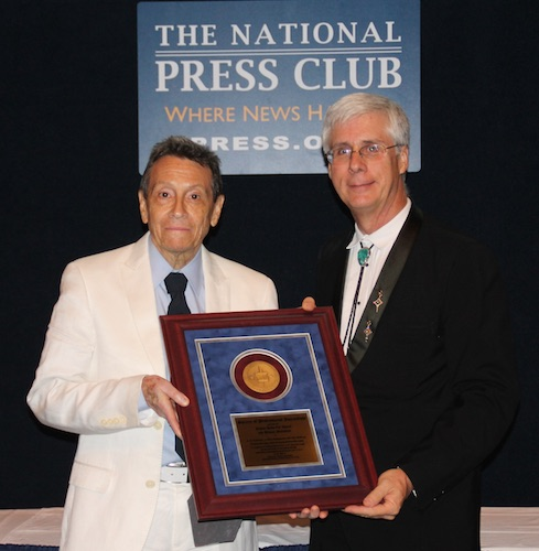 A. D. Coleman with Robert Leger, SPJ Awards, 6-26-15. Photo by Catherine Trifiletti.