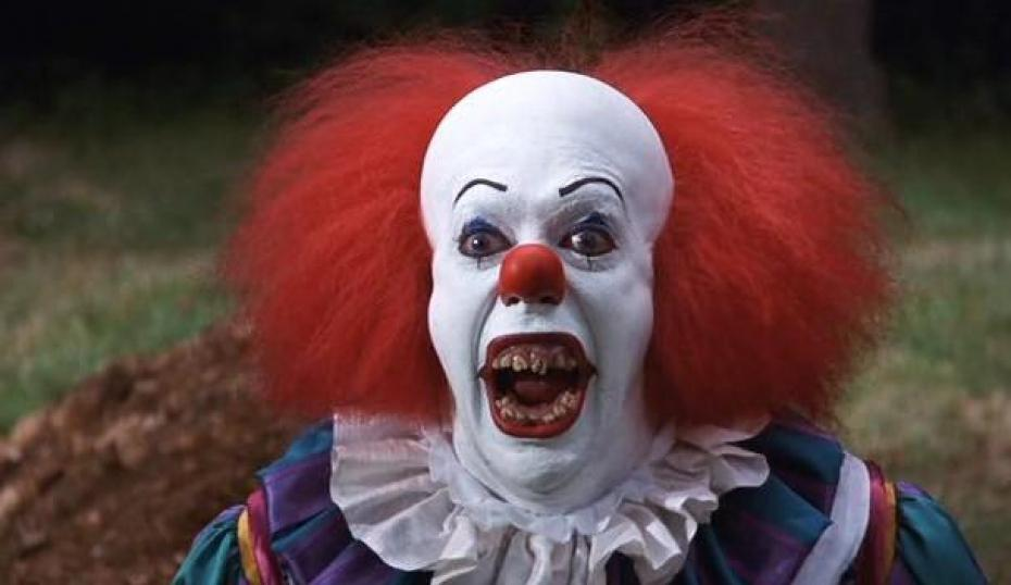 "Tim Curry as Pennywise, ""It"" (1990), screensho"