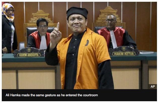 Ali Hamka, Jakarta, terrorist finger gesture, 10-20-16, screenshot